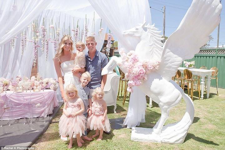 <p>Mengusung tema unicorn, dekorasi pesta ulang tahun Lola lucu banget ya.</p>