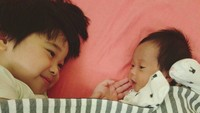 <p>Adem banget ya ngelihat kakak adik akur begini. (Foto: Instagram/ @retnohening) </p>