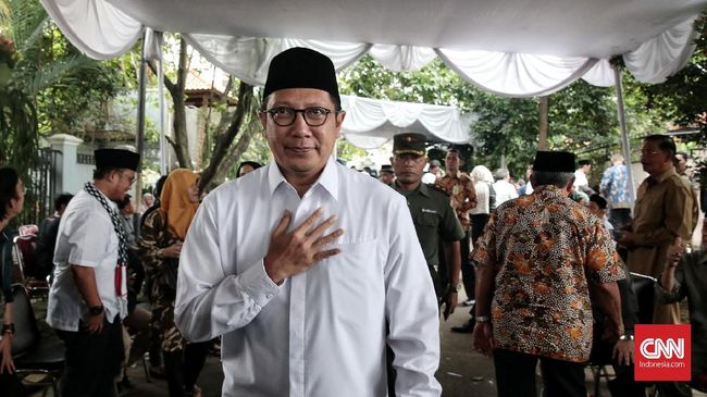Menteri Agama Lukman Hakim Saifuddin menyebut dukungan bagi LGBT tidak masuk akal karena bertentangan dengan norma semua agama.
