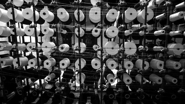 Asosiasi mengatakan lebih dari 50 persen atau 700 perusahaan di sektor tekstil sedang kesulitan membayar kredit ke bank.