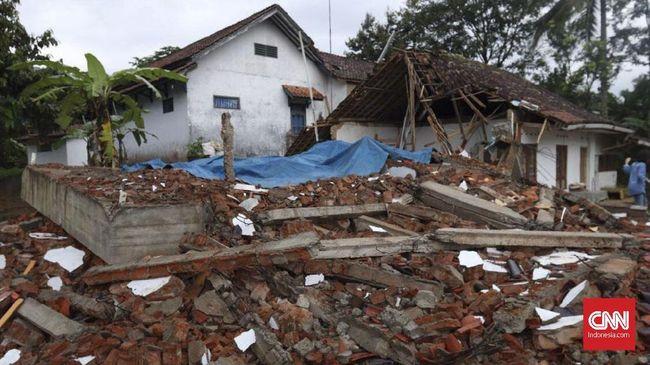 OJK dan industri asuransi mengaku tengah mengkaji kembali perubahan tarif asuransi gempa bumi, seiring meningkatnya potensi bencana alam.