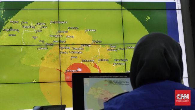 Sutopo mengatakan Badan Nasional Penanggulangan Bencana (BNPB) mengalami kesulitan mendeteksi dini potensi tsunami pascagempa di selatan Jawa, Jumat (15/12) di Graha BNPB Jakarta, Sabtu (16/12).