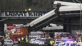 FOTO: Rangkaian Potret dari Lokasi Kecelakaan Kereta Amtrak