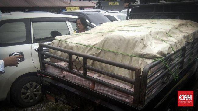 Polisi mendapatkan keterangan pengiriman saos ke wilayah Serang telah berlangsung hampir satu tahun dengan target pasar pedagang kecil.