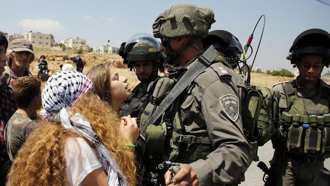 Ahed Tamimi, 16 tahun, remaja Palestina penampar tentara Israel, dianggap pahlawan melawan pendudukan Israel, akan diadili pengadilan militer.
