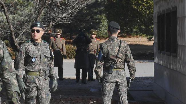 Insiden saling balas tembakan peringatan terjadi saat seorang tentara Korea Utara berusaha menyeberang ke Korea Selatan lewat zona demilitarisasi (DMZ).