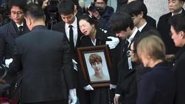 FOTO: Air Mata Iringi Pemakaman Jonghyun 'SHINee'
