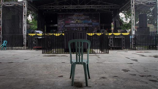 Direktur Lingkar Madani Indonesia menyebut KPU tidak sensitif terhadap kondisi pandemi Covid-19 setelah menelurkan aturan konser musik Pilkada 2020.