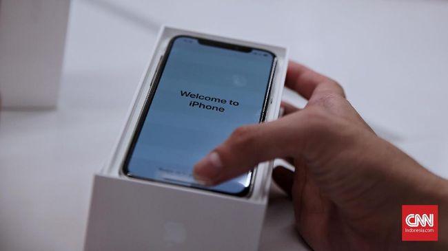 iPhone tercatat sebagai yang terlaris ketimbang ponsel dari vendor lain. Flurry Analytics, mencatat 44 persen total ponsel baru berasal dari produk tersebut.