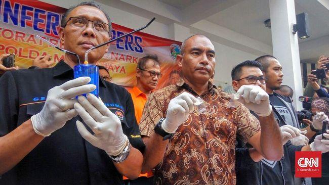 Polda Metro Jaya akan mengirimkan surat penilaian ke BNN terkait kasus Tio Pakusadewo. Hal itu mengingat penggunaan narkotik aktor itu sudah selama 10 tahun.