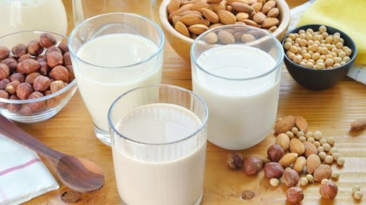 Si kecil alergi susu sapi, Bun? Susu nabati bisa jadi pilihan tepat menu sarapan yang sarat akan gizi.