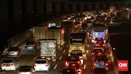 Tol Jakarta-Cikampek Padat, Contraflow Diberlakukan