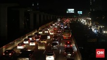 Rest Area Jakarta-Cikampek Penuh, Tol Merak Padat