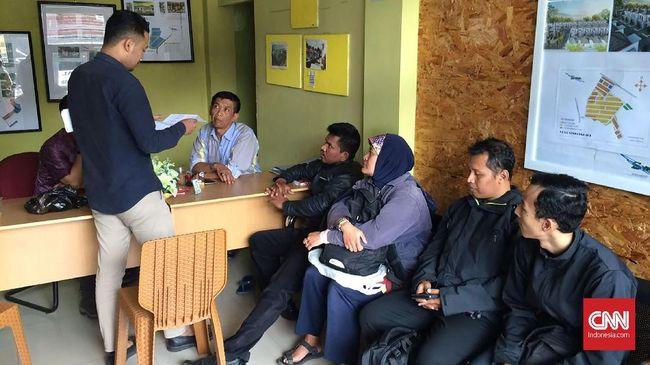 Niat Irfan Adityaputra membelikan rumah untuk sang ibu kandas, setelah dugaan pengembang membawa lari uang muka konsumen perumahan di Bandung.