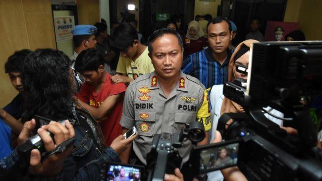Temuan proyektil senjata api di studio milik Rhoma Irama, di Depok, ditindaklanjuti kepolisian dengan mencari pemilik senjata di tempat itu.