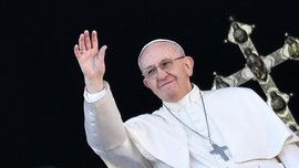 Paus Dukung Aturan LGBT hingga RI Jaga Natuna dari Konflik