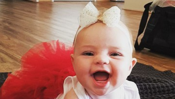 Bayi-bayi dengan Atribut Natal yang Super Menggemaskan