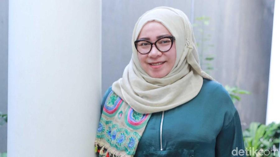 Melly Goeslaw Marah Gayanya Di-Bully, Ini Pelajaran untuk Bunda Ambil