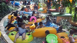 Pengelola Waterboom Lippo Cikarang Sebar Promo Lewat Medsos