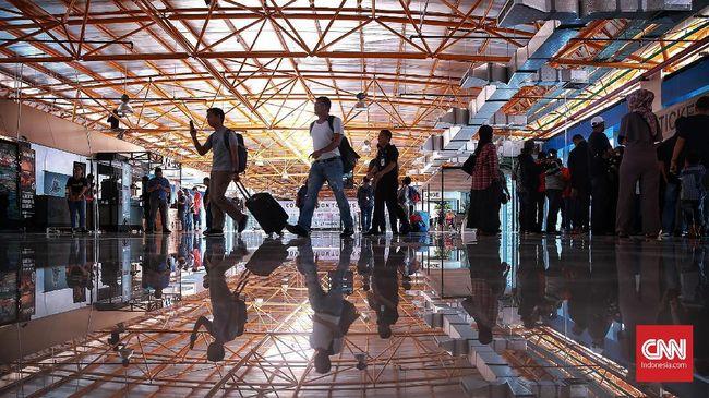 Kereta Bandara Soetta-Stasiun Kota Bekasi resmi beroperasi hari ini. Untuk tahap uji coba, operasional dibatasi empat kali keberangkatan dalam satu hari.