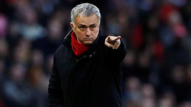 Manajer Manchester United, Jose Mourinho, terjerat kasus penggelapan pajak di Spanyol mengikuti jejak Lionel Messi dan Cristiano Ronaldo.