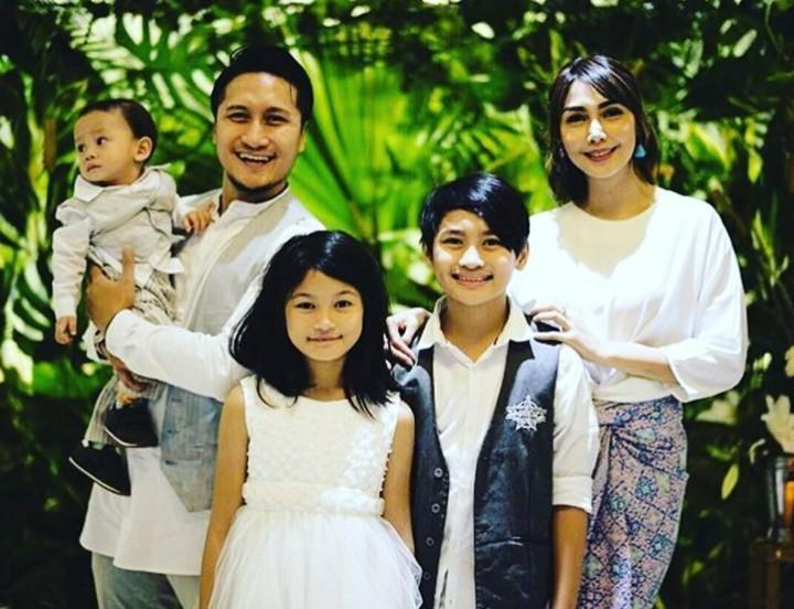 <p>Menikah sejak Februari 2005, Fenita dan Arie sudah dikaruniai 3 buah hati. (Foto: Instagram/gavin_arieuntung)</p>