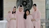 <p>Bersama 'girl squad' dari keluarga Yudhoyono. (Foto: Instagram/ @aniyudhoyono) </p>