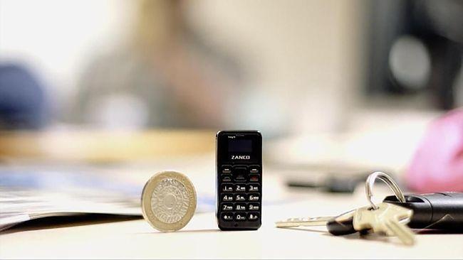 Perusahaan asal Inggris, Zanco membuat ponsel tiny t1 yang berukuran lebih kecil dari ibu jari.