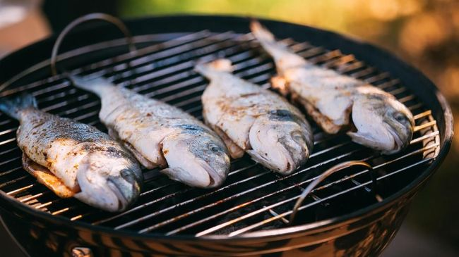 Ikan bakar saat pesta tahun baru terasa kurang lezat tanpa sambal. Berikut sambal paling enak pilihan CNNIndonesia.com untuk disantap bersama ikan bakar.