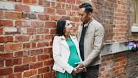 <p>2. Berpose sama suami dalam kondisi hamil besar, kenapa nggak? Aliya tetap cute kok. (Foto: Instagram/ @ruby_26) </p>