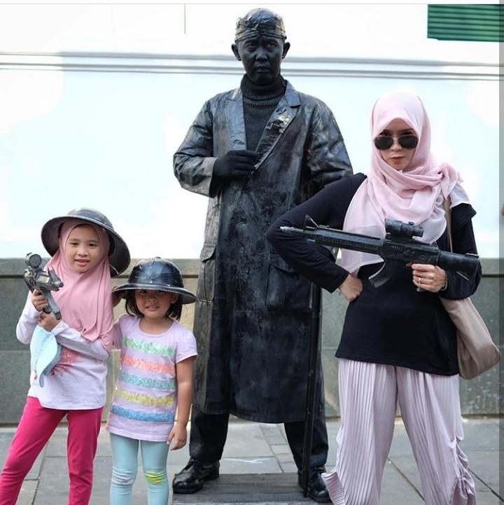 Aktris Zaskia Adya Mecca punya anak yang lucu-lucu. Yuk, lihat keseruan mereka.