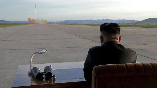 Presiden AS Donald Trump kerap melontarkan pernyataan keras terhadap Korut maupun pemimpinnya, Kim Jong-un, dan dibalas dengan nada yang tak kalah tinggi.