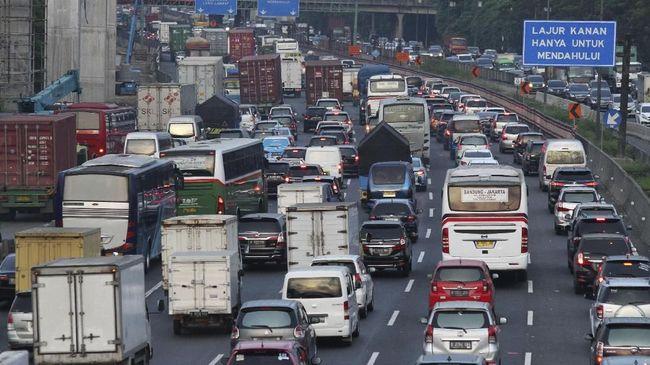 YLKI menilai kebijakan pemerintah menurunkan tarif tol bagi kendaraan jenis truk di 39 ruas jalan tol tidak efektif memangkas biaya logistik.