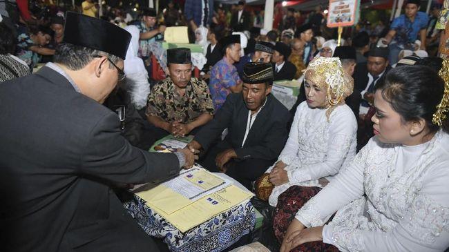 Kementerian Pemberdayaan Perempuan dan Perlindungan Anak menyatakan langkah itu diambil buat menekan jumlah pernikahan dini di Indonesia.
