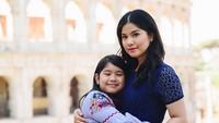 <p>Annisa Yudhoyono sama putrinya Almira Tunggadewi Yudhoyono atau Aira yang sekarang berumur 9 tahun mirip banget kan? (Foto: Instagram/ @annisayudhoyono) </p>