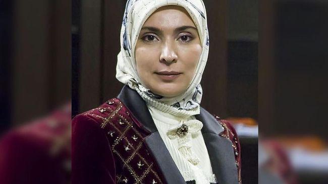 Aina Gamzatova, 46 tahun,  pemimpin redaksi media muslim terbesar di Rusia resmi mencalonkan diri dalam pemilihan presiden 2018.
