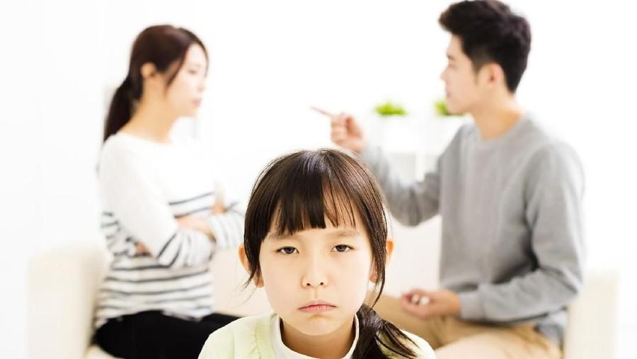 Anak Melihat Kita Bertengkar dengan Suami, Gimana Menyikapinya?