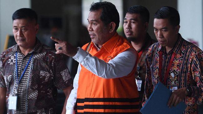 Bupati nonaktif Hulu Sungai Tengah Abdul Latif keberatan sejumlah mobil mewahnya dilelang KPK sebelum vonis. Rencana itu masih terkendala KUHAP.