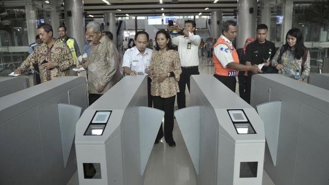 Menteri BUMN Rini Soemarno menekankan kecelakaan kerja yang banyak terjadi dalam proses konstruksi bukan disebabkan karena pengerjaan proyek tergesa-gesa.