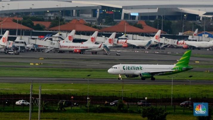 Sejumlah pesawat dari berbagai maskapai penerbangan di pelataran pesawat Soekarno Hatta, Tangerang, Banten, Kamis (4/1/2018)