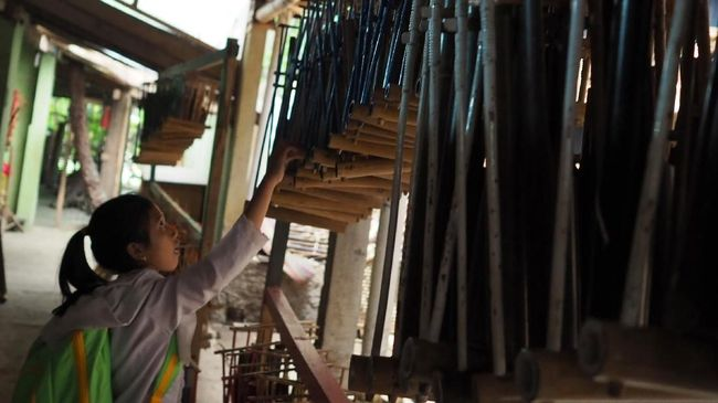 Dirut Saung Angklung Udjo membeberkan kronologi lokasi wisata dan pelestarian budaya Sunda itu terancam tutup pada bulan ini.
