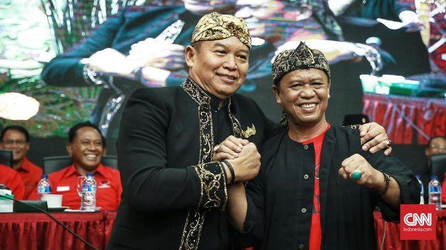 Anton Charliyan berpasangan dengan calon gubernur Tubagus Hasanuddin. Keduanya diusung oleh Partai Demokrasi Indonesia Perjuangan di Pilgub Jabar.