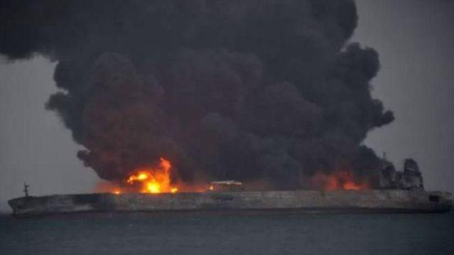 Tiga puluh dua pelaut hilang setelah sebuah kapal tanker dan kapal kargo bertabrakan di lepas pantai timur China, Sabtu (6/1).
