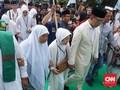 Ridwan Kamil-Uu Didampingi Orang Tua Daftar ke KPUD Jabar