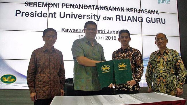 President University menandatangani Surat Perjanjian Kerja Sama dengan Ruangguru untuk menyelenggarakan seleksi beasiswa kuliah.