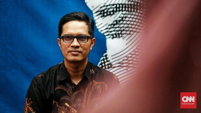 KPK memeriksa Bendahara DPD PDIP Jabar Waras Wasisto sebagai saksi untuk tersangka Kepala Bidang Tata Ruang Dinas PUPR Kabupaten Bekasi NR (Neneng Rahmi).