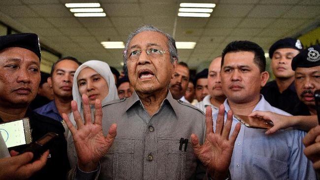 PM Malaysia, Mahathir Mohamad, menyatakan sikap AS yang mengklaim pemukiman Israel di Palestina sah sebagai sesuatu yang absurd.