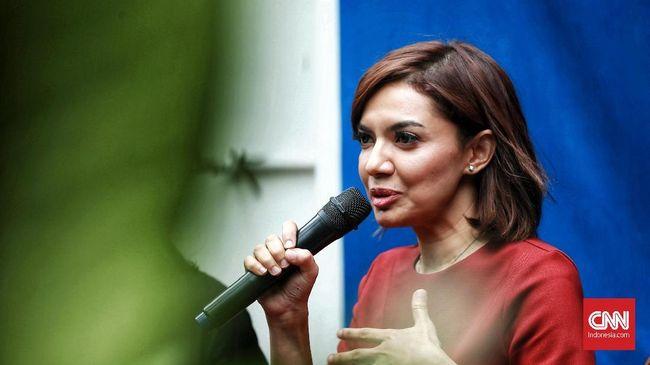 Najwa Shihab ikut tampil dalam konser Syahrini. Dalam penampilannya, ia melontarkan candaan terkait gelar Sarjana Hukum milik kawannya tersebut.