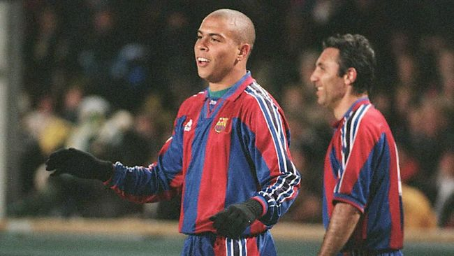 FC Barcelona's Brazilian start Ronaldo (L) jubilates after scoring 1-0 for Barcelona at the start of the quarter finals in the Cup winner's Cup against AIK Stockholm at Rasunda Stadium in Stockholm 20 March. At right Hristo Stoichkov who gave assist to the goal. / AFP PHOTO / SCANPIX SWEDEN / HANS T DAHLSKOG