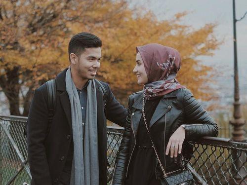 5 Inspirasi Gaya Hijab Simpel untuk Foto Prewedding 4